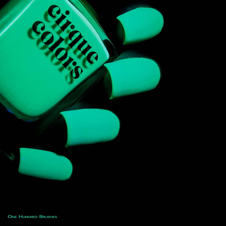 Cyber - Bottle Side black light - Cirque Colors - Vice 2018