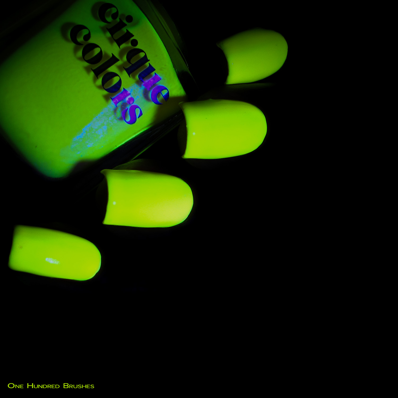 Hedonist - Bottle Side black light - Cirque Colors - Vice 2018